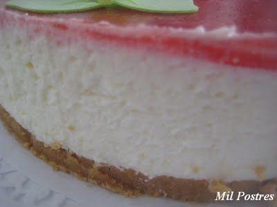 MIL POSTRES: Tarta de queso crema con gelatina de fresas