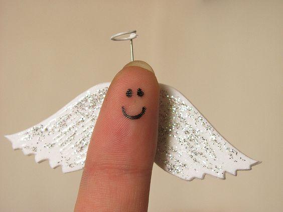 [56] ángel, via Flickr.  fingerface: