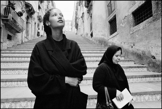 Marpessa Hennink's Collaboration with Ferdinando Scianna and Dolce & Gabbana resulted in Iconic Pictures