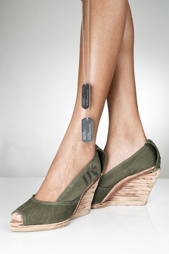 Army Wedges design.  Front view. Made by Julián Romero for Romero Shoes. #fashion #shoes #WomensFashion #zapatos #heels #army #vintage