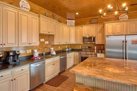 Find A Large Cabin Rental In Gatlinburg Pigeon Forge Tn Luxury Kitchen Living