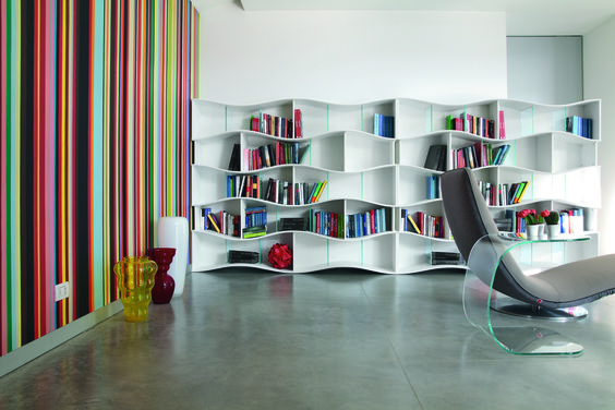 Onda library unite in lacquered MDF with extra clear glass shelves. Onde ia an object of design extremely versatile with structure in module which may be arranged both vertically and horizontally for a ,,wave effect'' without limits.
