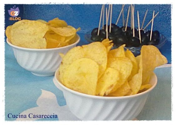 Chips fatte in casa ricetta finger food http://blog.giallozafferano.it/cucinacasareccia/chips-fatte-in-casa-ricetta-finger-food/