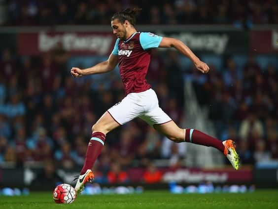 Report: Andy Carroll ruled out for six weeks with knee injury