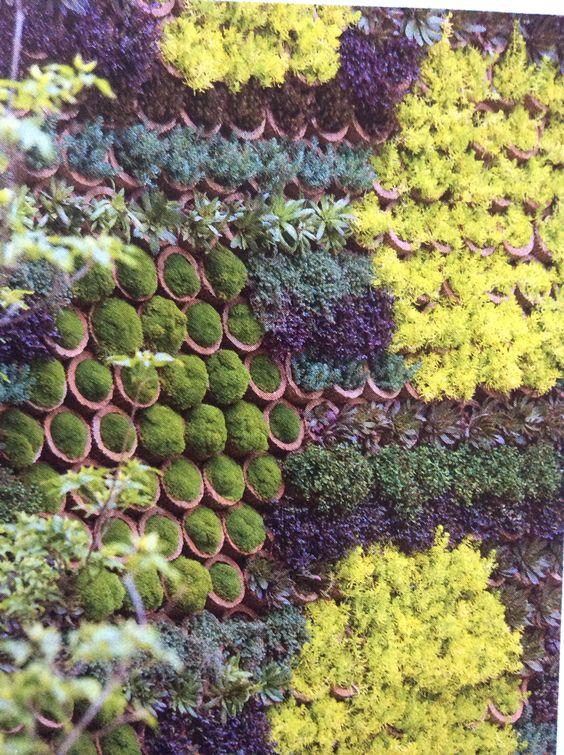 Gestapelde bloempotten, verticale tuin