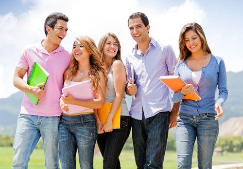 Die Semesterferien bestehen für viele Studenten aus der Herausforderung, Erholung und zahlreiche Aufgaben unter einen Hut zu bekommen. Wir zeigen, wie es geht...