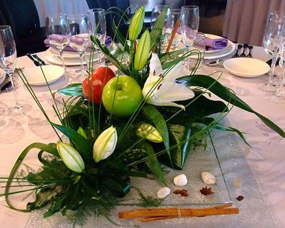 Frutas y flores para los centros de mesa de tu boda #boda #ideas #flores
