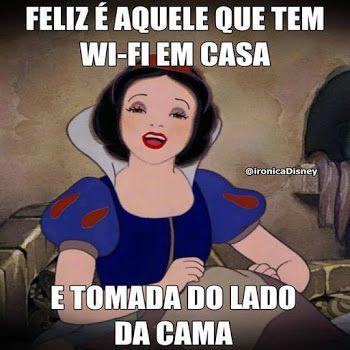 Feliz é quele que tem wi-fi em casa e tomada do lado da cama.