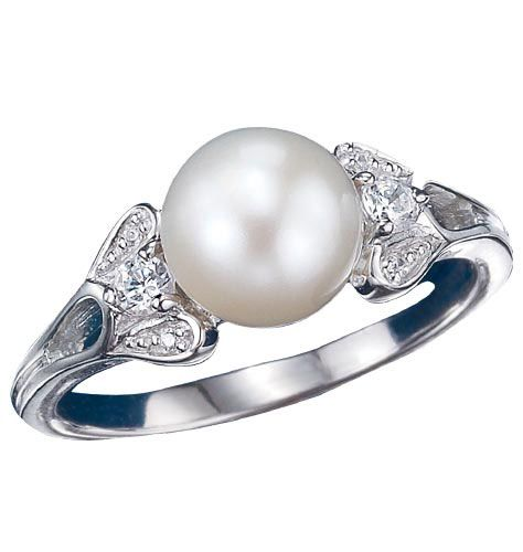 I adore pearl rings~