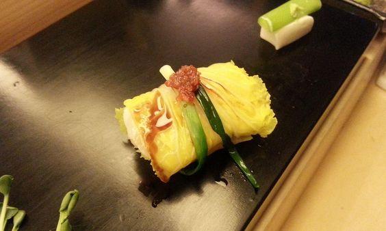마트 스시를 맛보다가 진짜 스시에 눈 뜬 하호줌마~~     일본도 아닌 한쿡에서 말이죠^^   얼마 전에 귀한 기회에 말로만 듣던 오마카세를 경험해봤어요!       최상의 고급스시를 셰프가 눈 앞에서 직접 만들고   하나하나 설명도