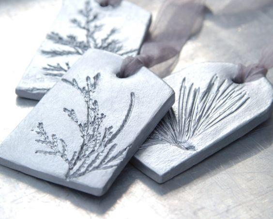 Adornos de cerámica con decoración de fiesta por JewelryByMondaen