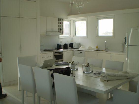 ESTUDIO 2424 ARQUITECTURA. Casa en MADERA, interior cocina - Isla del Este, Argentina.