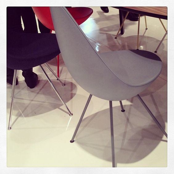 #ArneJacobsen's Drop Chair at #FritzHansen.