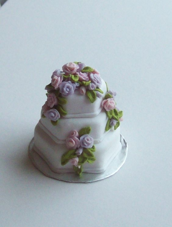 Miniature dollhouse 1/12th scale wedding cake