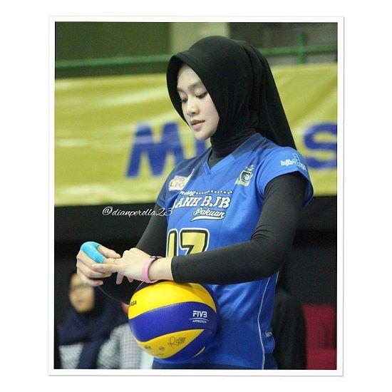 Salah Satunya Atlet Voli Putri Dari Indonesia Wilda Siti Nurfadilah Sugandi Perempuan Yang Mulai Berhijab Atlet Pemain Bola Wanita Pemain Bola Voli