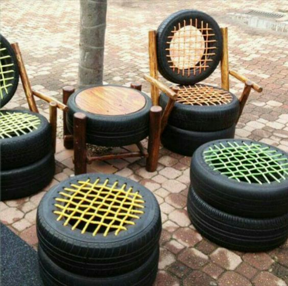 Juego de sillas con neumáticos