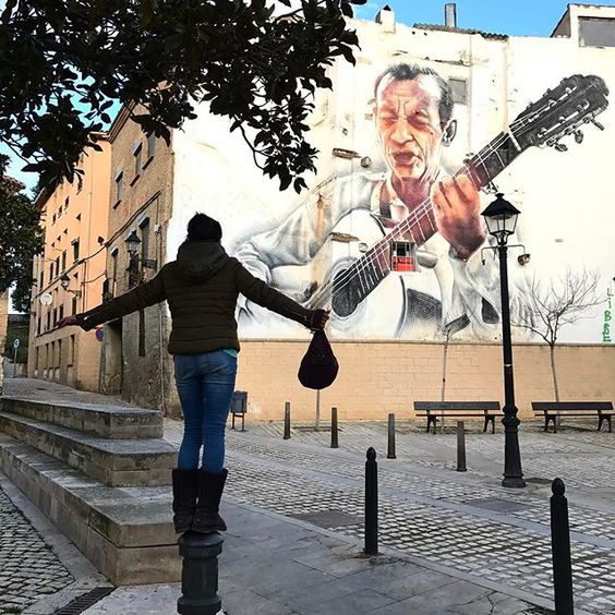 El Guitarrista - a little México and East L.A. Perfectly at home and uplifting in Tudela. Thanks to El Mac! #mural#spain#artist