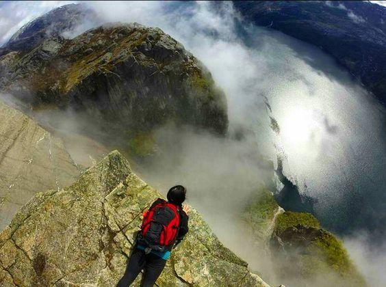 Noch neun mal schlafen dann startet ein neuer Roadtrip  Der Mann möchte nach Schottland somit steht das dieses Jahr auf dem Plan. Nächstes Jahr lernt er aber definitiv Norwegen kennen #tb #cominghome #nextyear #norwaylove #beautifulnature #norwaynature #love #nature #breathtaking #norway_photolovers #norge #norway #preikestolen #pulpitrock #700m #adventurethatislife #adventure #hiking #hikingadventures #mittnorge #fearless #edgeoftheworld #highlightsnorway #bestnatureshots…