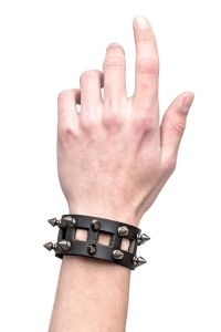 Queen of Darkness - Gothic Lederarmband mit Killernieten