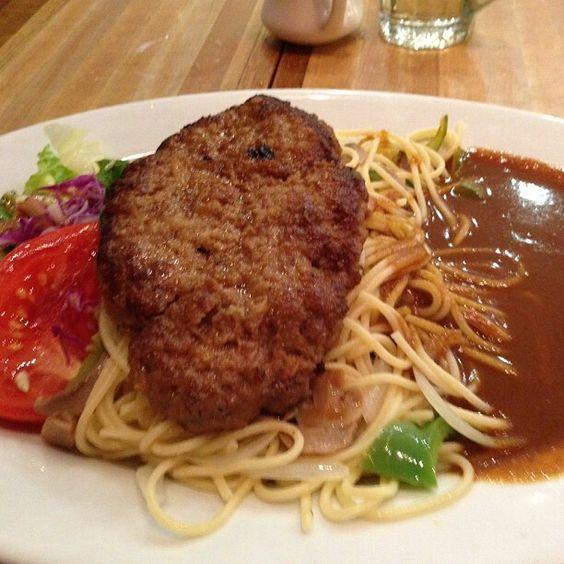 Hamburger curry with spaghetti.