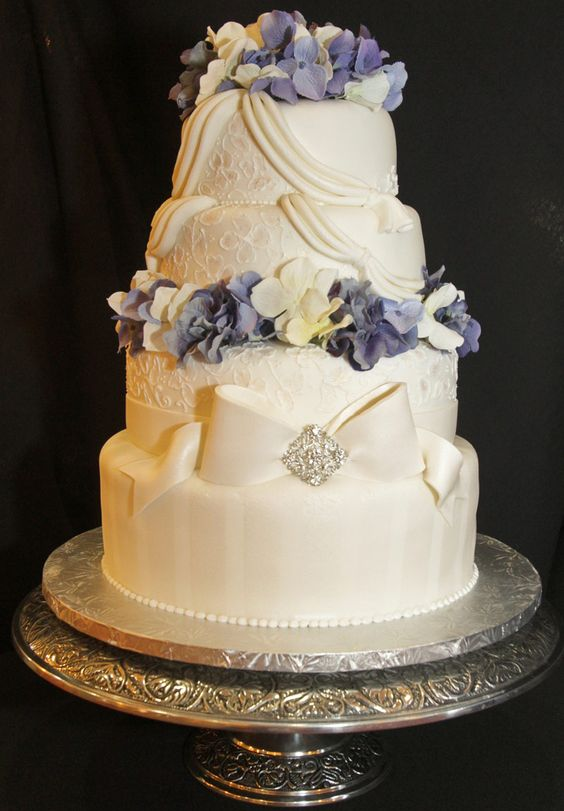 1st Place Wedding Cake from IDDBA Cake Competition I was in.