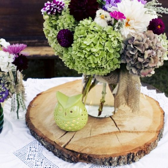 Love the tree trunk centerpiece idea but hate those tacky owls in the flowers would work - Flowers that grow on tree trunks ...