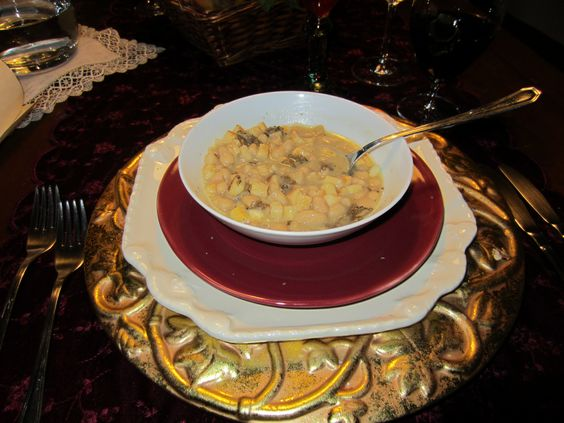 I can't get this soup out of my mind!  Tuscan White Bean Soup, Sprinkled with white truffles.  oh.my.god.