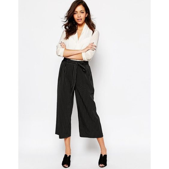 pinstriped (495 MXN) ❤ liked on Polyvore featuring pants, capris, pinstripe trousers, pinstripe pants, white pinstripe pants, white pants and white trousers