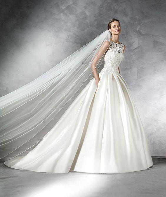 Pronovias 2016 | Vestido de noiva - Modelo Pranette em mika e drapeado na saia