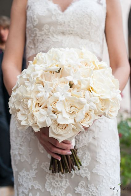 White bridal bouquet | San Antonio Wedding | The McNay | Thompson Poole Photography