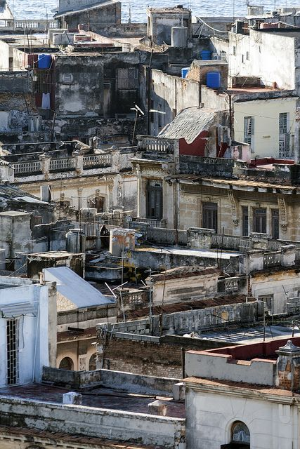 La Habana rooftops by Ruben Moreno Montoliu, via Flickr