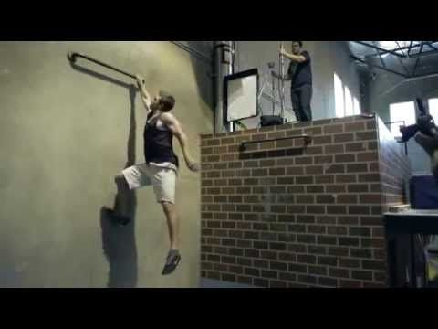 Stephen Amell Workout - Arrow... He really is the green arrow