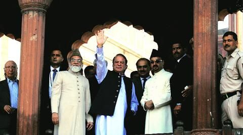 Sharif prays at Jama Masjid, visits Red Fort http://iexp.in/sXv88168  pic.twitter.com/CRWOaaZ6fa