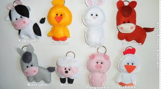 KIT COM 10 CHAVEIROS BICHINHOS FAZENDINHA C/ CORPO  Pode ser dado como lembrancinha de batizado, aniversário, maternidade ou chá de bebê.  Bichinhos: cavalinho, vaquinha, porquinho, burrinho, coelhinho, ovelhinha, galinha e pintinho.  O bichinhos tem um tamanho médio de 7 cm a 11 cm.  São embalados individualmente em saquinhos plásticos com fita de cetim e tag.  *PEDIDO MÍNIMO: 10 UNIDADES R$ 50,00