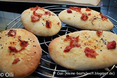 Casolli´s kleine Genusswelt: Mini-Fladenbrot mit getrockneten Tomaten, Thermomix, Köstliche Beilage zum Grillen oder Salat