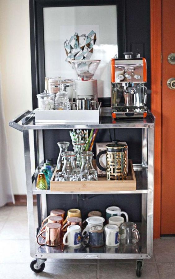 Coin café à la maison avec une desserte de cuisine.  Desserte de Cuisine : LE Guide Ultime >> http://www.homelisty.com/desserte-cuisine/