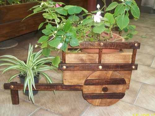 Carretilla porta macetas macetero de madera jardin y - Pedestales para macetas ...