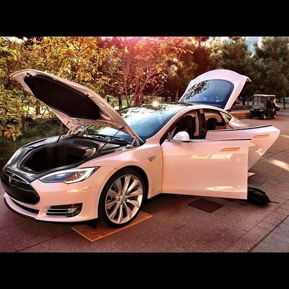 Electric Vehicle: Tesla Model S