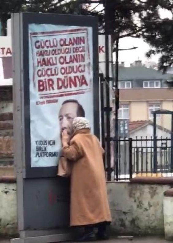 ANSEY Cumhurbaşkanı Erdoğan'ın fotoğrafını öpen teyzenin kim olduğu merak ediliyor.
