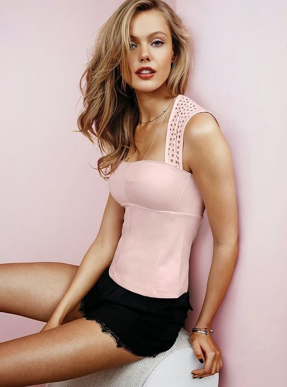 Frida Gustavsson. I bet she was pretty even before the boob job. Anyway this is cute!