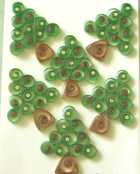 Handmade Quilling Topper - CARD CRAFT DELIGHT -- we've got to do a few of these this holiday - cute and easy for the kids!