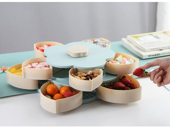 ⭐⭐⭐⭐⭐The storage box use food contact grade pp material, safe and healthy Petal-shaped separation design, which makes snacks and dried fruits better classified, does not mix flavor ✅ Gently turn the switch on the top of the fruit bowl to open the fruit bowl ✅ The bottom non-slip silicone design, with non-slip wear resistance ✅ Space to choose from, so that you have plenty of space and popular snacks. Meet your needs, family or friends have a personal love.