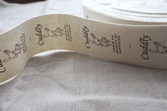 プイプイハンドオリジナルデザインのタグです。 ※5枚組の価格です。    生成りの綾織りテープに、茶色でプリントしてあります。 うさぎさんの絵が、ナチュラルな...|ハンドメイド、手作り、手仕事品の通販・販売・購入ならCreema。