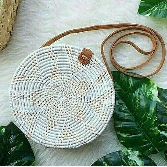 Shop the outfit by clicking the picture 😍💢REAL PICT 💢 Motif lotus putih . Grosir & partai besar harga beda🤗 . Diameter: 20cm Bahan: rotan sintetis, kain batik dan semi leather. Panjang tali sekitar 120cm, tidak dapat dipanjang-pendekkan 1kg muat 3 tas uk 20cm. . . Order? 📲 WA 089522777700 #tasrotanmurah #tasrotanbali #tasrotanbulat #tasrotanpolos #tasrotan #rattanbag #rattanbags #rattanbagmurah #rattanbagbali #rattanbagindonesia #rattanbaghandmade #bali #balihandmade #balihandmadebag #nomn