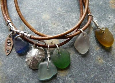 I was just randomly hopping about t'interwebs, like you do, and look what i saw.    My heart actually did a little skippety-flip.    Leather cord with sea glass charms and a fine silver sea shell.    I want it.    Really badly a lot.    Made by, and available from, the wonderful SeaSparkle for a mere £30.