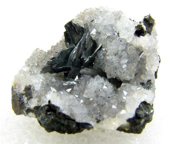 Pyrolusite on quartz