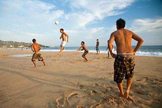 futebol na praia...
