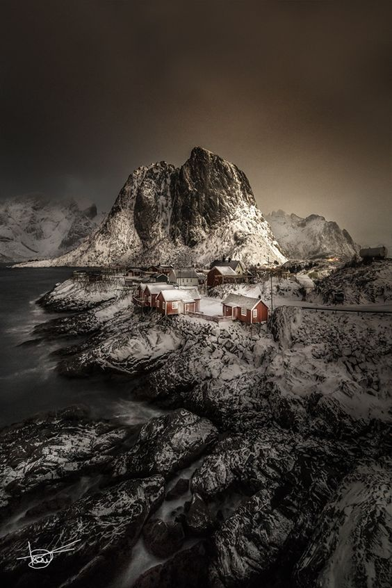 Hamnoy under the moonlight by toni fernandez on 500px