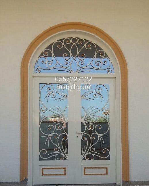 باب مدخل ألمنيوم مصبوب Gates Shed Pergolas Staircase Aluminum Dubai Abudhabi Sharjah Alain دبي الشارقة ال Entry Doors Wrought Metal Working