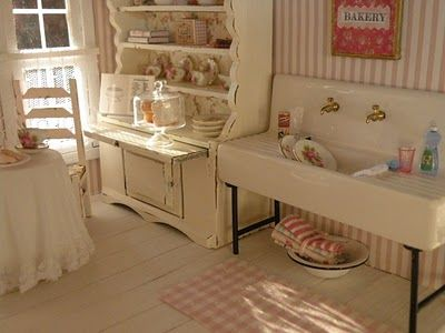 Cynthia's dollhouse kitchen.: Beautiful Dollhouses, Artisan Dollhouses, Dollhouse Kitchens, Miniature Kitchen, Dollhouse Miniature, Cottage Design
